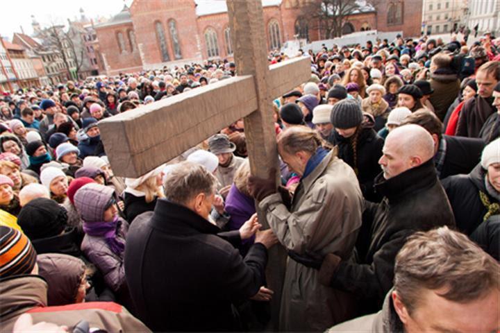 Αποτέλεσμα εικόνας για Στις 14 Απριλίου λοιπόν στην παλιά πόλη της Ρίγα θα πραγματοποιηθεί οικουμενιστική πομπή