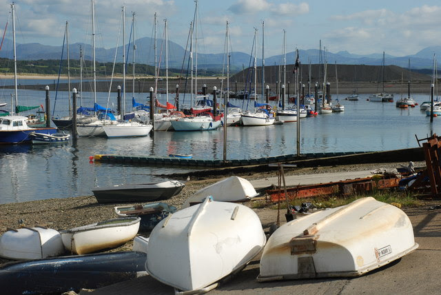 File:Harbwr Pwllheli Harbour - geograph.org.uk - 547670.jpg