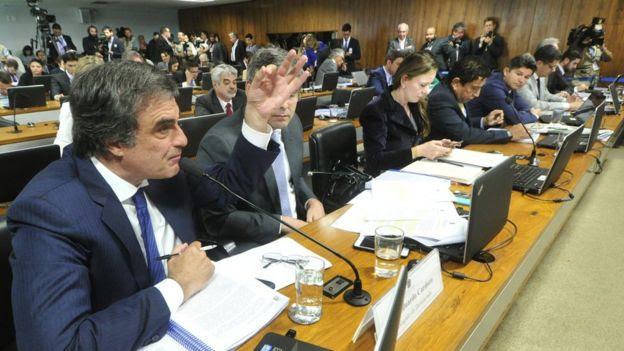 Advogado de Dilma, Cardozo diz que operações com bancos públicos eram