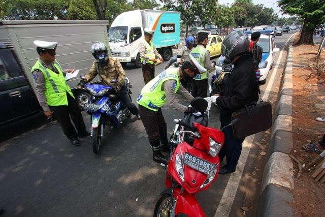 polisi tilang motor