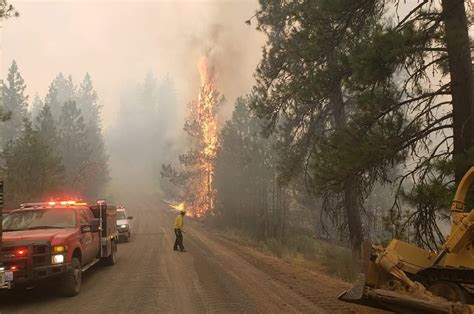 crews battle fire  eastern washington idaho