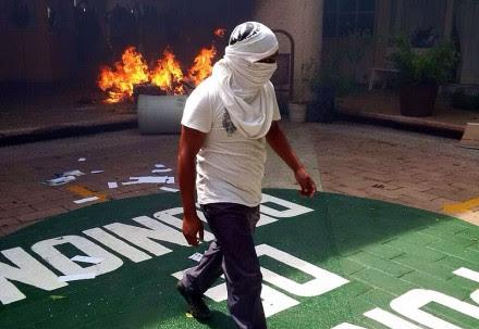 Incendian alcaldía de Iguala en protesta por caso Ayotzinapa. Foto: Ezequiel Flores