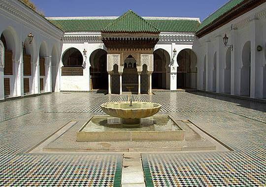 La bibliothèque marocaine al-Quaraouiyine date du IXe siècle.