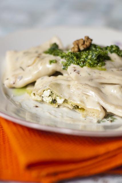 Ravioolid karulaugu, sirene ja kreeka pähkli täidisega / Ravioli with wild garlic pesto and sirene filling