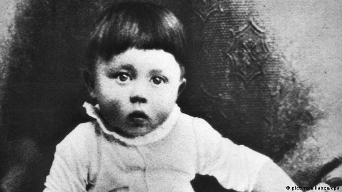 Adolf Hitler Hitler as a child (picture-alliance/dpa)