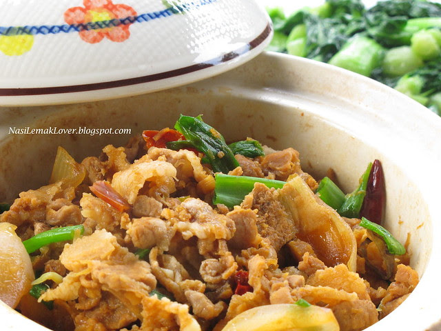 Fragrant Claypot Salted Fish and Belly Pork 咸鱼花腩煲