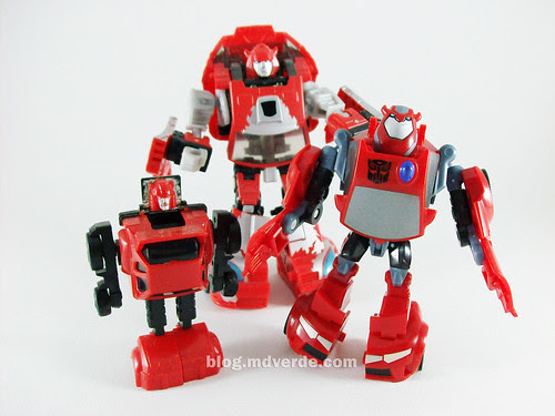 Transformers Cliffjumper Animated Activator vs G1 vs Classics - modo robot