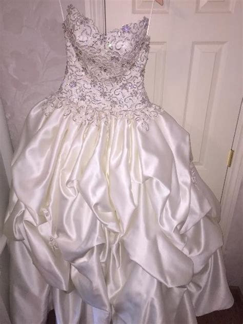 California : NEW!! Never worn wedding dress!! : Sizes 2   4