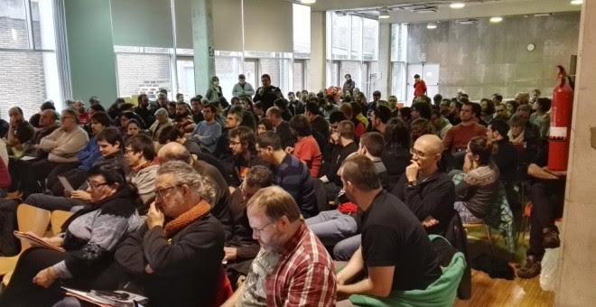 Imagen de la reunión del Consell Polític de la CUP y del Grup d'Acció Parlamentària (GAP) en Barcelona que decide sobre la investidura de Artur Mas. TWITTER