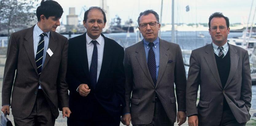 En 1992, Jouyet, Le Drian et Hollande encadrent Jacques Delors, champion de la social-démocratie moderne. (José Nicolas-Sipa)