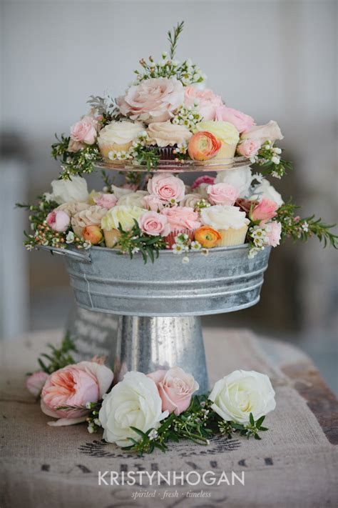 diy Wedding Crafts: Vintage Metal Pail Cupcake Stand ? DIY