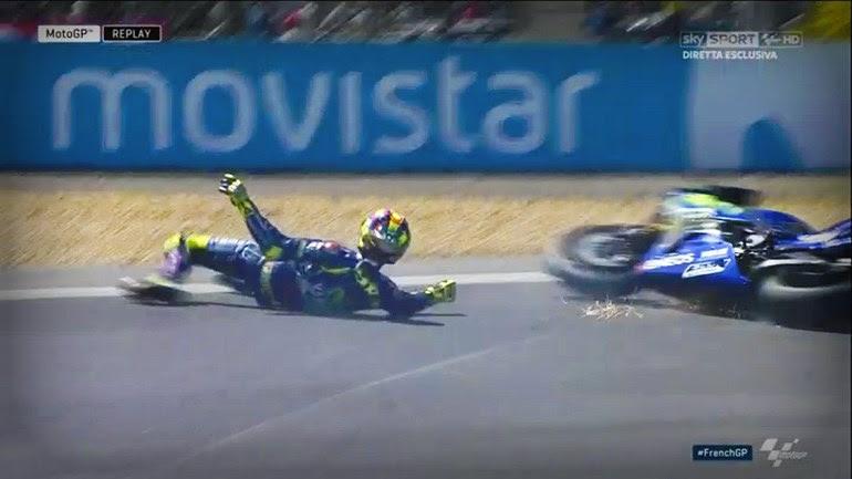 O Rossi πέφτει λίγες στροφές πριν ολοκληρωθεί ο αγώνας...