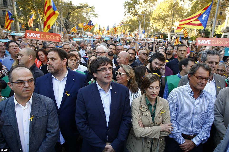 Catalan President Carles Puigdemont (centre) takes part at a march with deputy president Oriol Junqueras