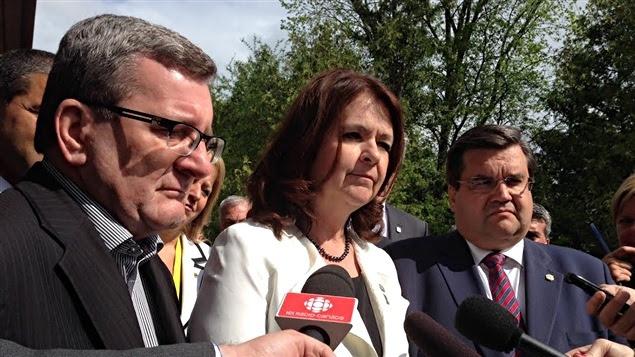 Le maires de Québec Régis Labeaume, la présidente de l'UMQ Suzanne Roy, et le maire de Montréal Denis Coderre