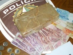 Quilo de crack foi avaliado em R$ 40 mil pela Delegacia de Narcóticos (Foto: Divulgação/Polícia Civil)
