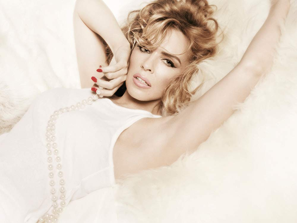 kylie-minogue-phones-the-police-following-altercation-with-a-stalker