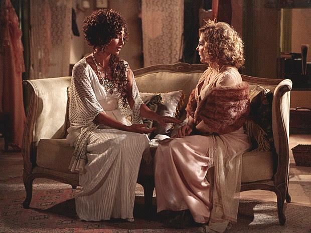 Isabel promete a Diva que ela assumirá o papel quando melhorar (Foto: Lado a Lado / TV Globo)