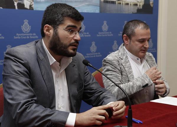 Pérez Ventura y José Manuel Corrales, ayer en rueda de prensa.   O. M.