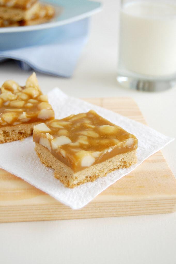 Macadamia maple sticky bars / Barrinhas de macadâmia e xarope de bordo