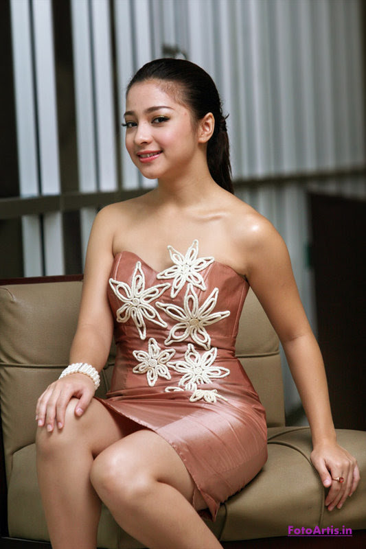 To download the Nikita Willy Wallpaper just Right Click on the image