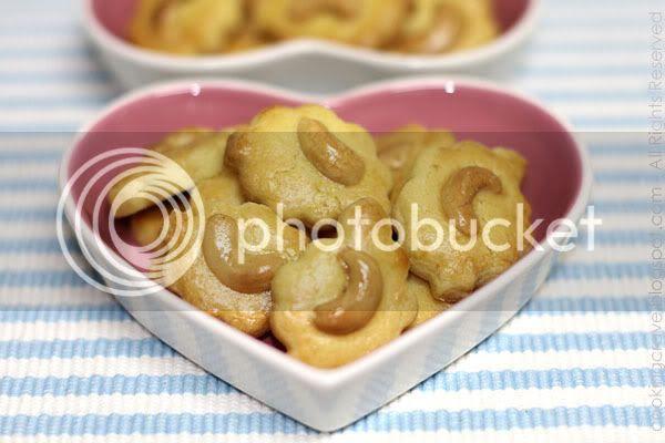 Crispy Cashew Nut Cookies2