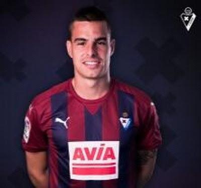 Daniel García Carrillo (nacido el 24 de mayo de 1990 en Zumárraga, Guipúzcoa) es un futbolista español que juega en la SD Eibar de la Primera División de España como centrocampista. Trayectoria: 2009-2010 Alicante...