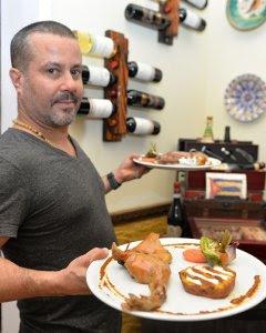 El restaurante de Mauricio se llama 'Toros y Tapas'.