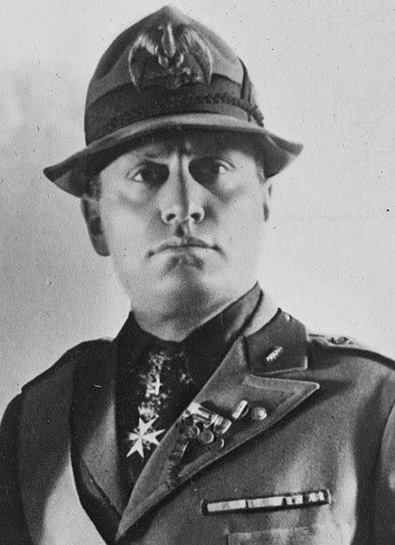 Ficheiro:Mussolini-ggbain.jpg