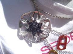Aluminium Flower Necklace (Orquidea) Tags: artesanato craft recycling reciclagem pulltabs anilhas lacres poptabs takenbyorquideapires handmadebyorquideapires criatividadeemmovimento