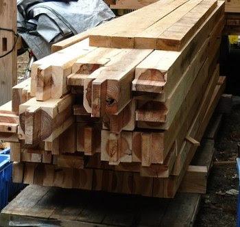 刻んだ木材