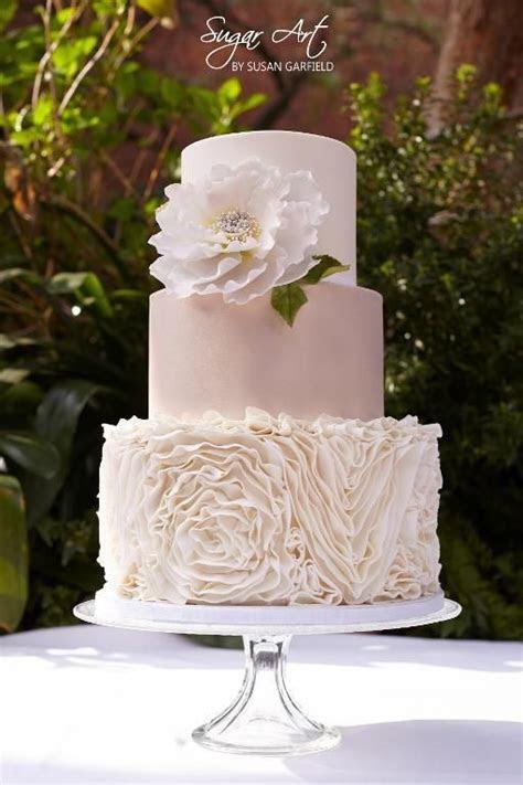 1000  ideas about Ruffled Wedding Cakes on Pinterest