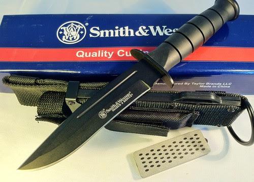 Smith & Wesson CKSUR1 Search & Rescue, 6. in. Blk Blade w/Blood Line, Nylon Sheath