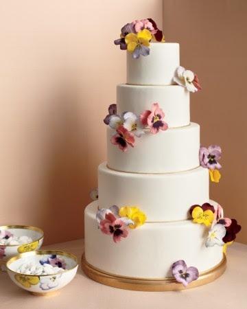 bolo-de-casamento-com-amor-perfeito