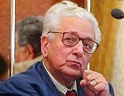Il presidente di MS - Fiamma Tricolore Pino Rauti fotografato il 30 gennaio 2004 a Roma durante una conferenza stampa (Ansa)