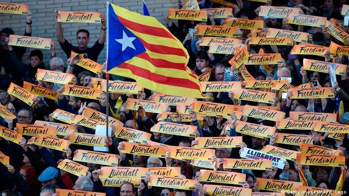 Spanien Protesten in Barcelona für die Freilassung der katalanischen Politiker (Getty Images/AFP/J. Lago)