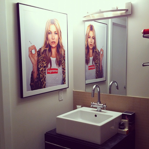 LE FASHION BLOG INSTAGRAM  APARTMENT BATHROOM INTERIOR DESIGN SUPREME KATE MOSS POSTER LEOPARD PRINT COAT 3