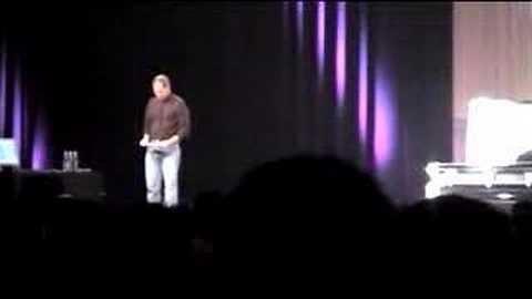 Conheça a história de quando Steve Jobs encenou um funeral no palco