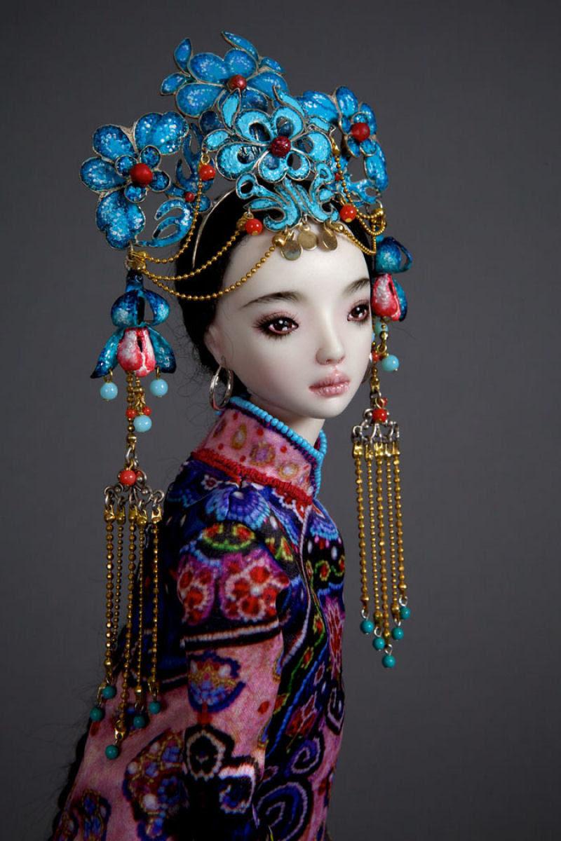 Elegantes bonecas lacrimejantes transmitem a complexidade das emoções humanas 12