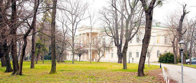 L'institut culturel de France à Vienne, le Clam, a été vendu en février 2015 au Qatar. La France l'avait acquis en 1952.