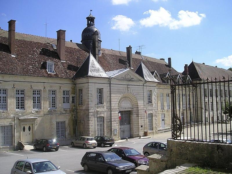 File:Kloster von Clairvaux, heute Strafanstalt.jpg