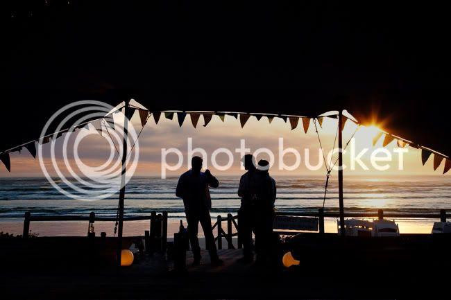 http://i892.photobucket.com/albums/ac125/lovemademedoit/welovepictures/StrandKombuis_Wedding_094.jpg?t=1324655098