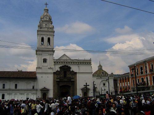 Lugares turísticos del Ecuador: La iglesia católica Santo Domingo en Quito.