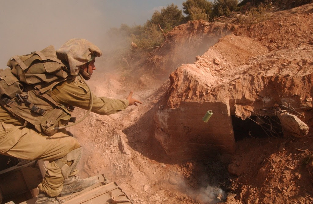 IDF soldiers dismantle a Hezbollah bunker near a UN watchpost in Lebanon, August 26, 2006. Photo: Israel Defense Forces / flickr