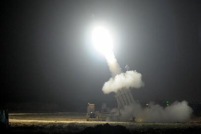 כיפת ברזל מיירטת רקטה באשדוד, אחרי כניסת הפסקת האש לתוקף (צילום: אבי רוקח)