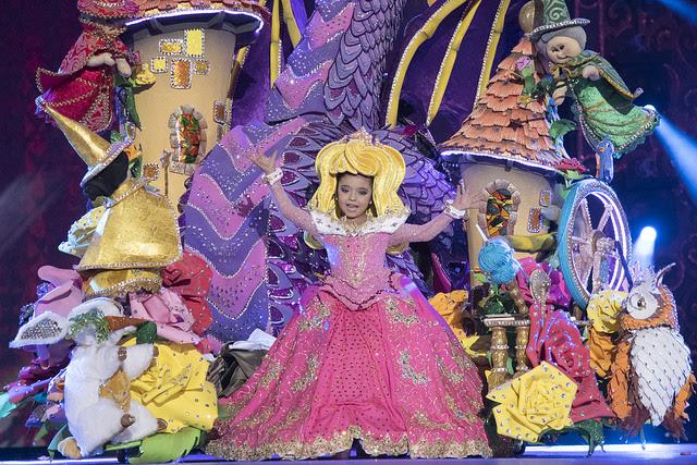 Resultado de imagen de Once niñas y un niño carnaval, las palmas,