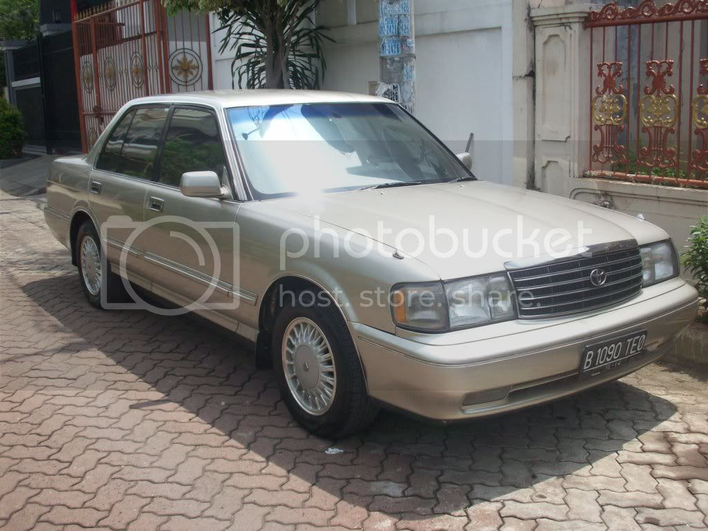 FS Toyota Crown Royal Saloon 30 1995 Matic Champaigne