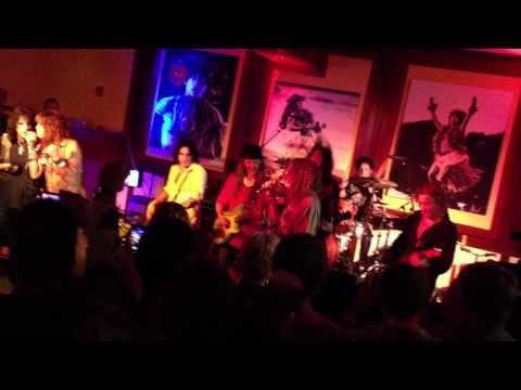 Video de Steven Tyler, Alice Cooper, Weird Al celebrando el fin de año