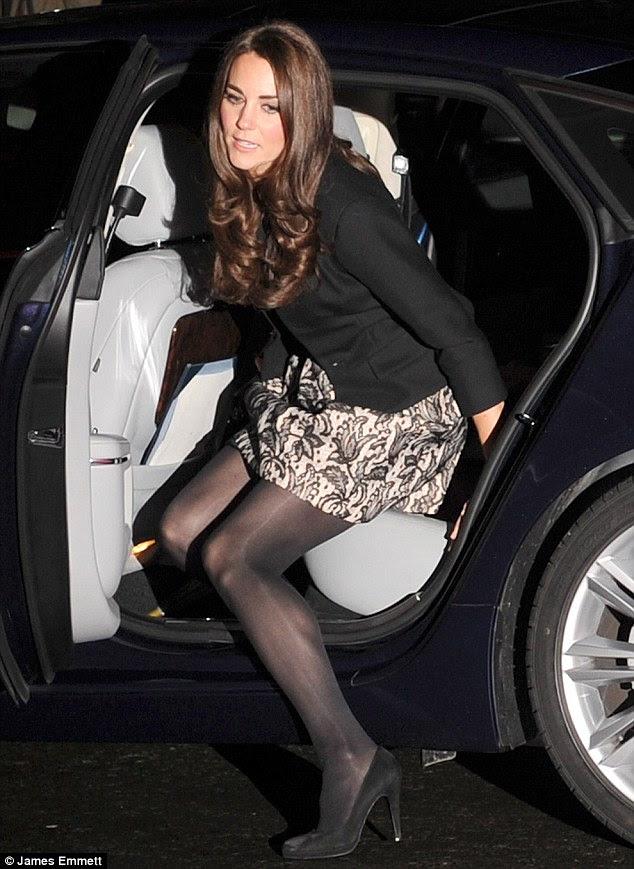 Olhando elegante: Kate optou por usar uma nova temporada Zara vestido estampado com um Ralph Lauren preto jaqueta