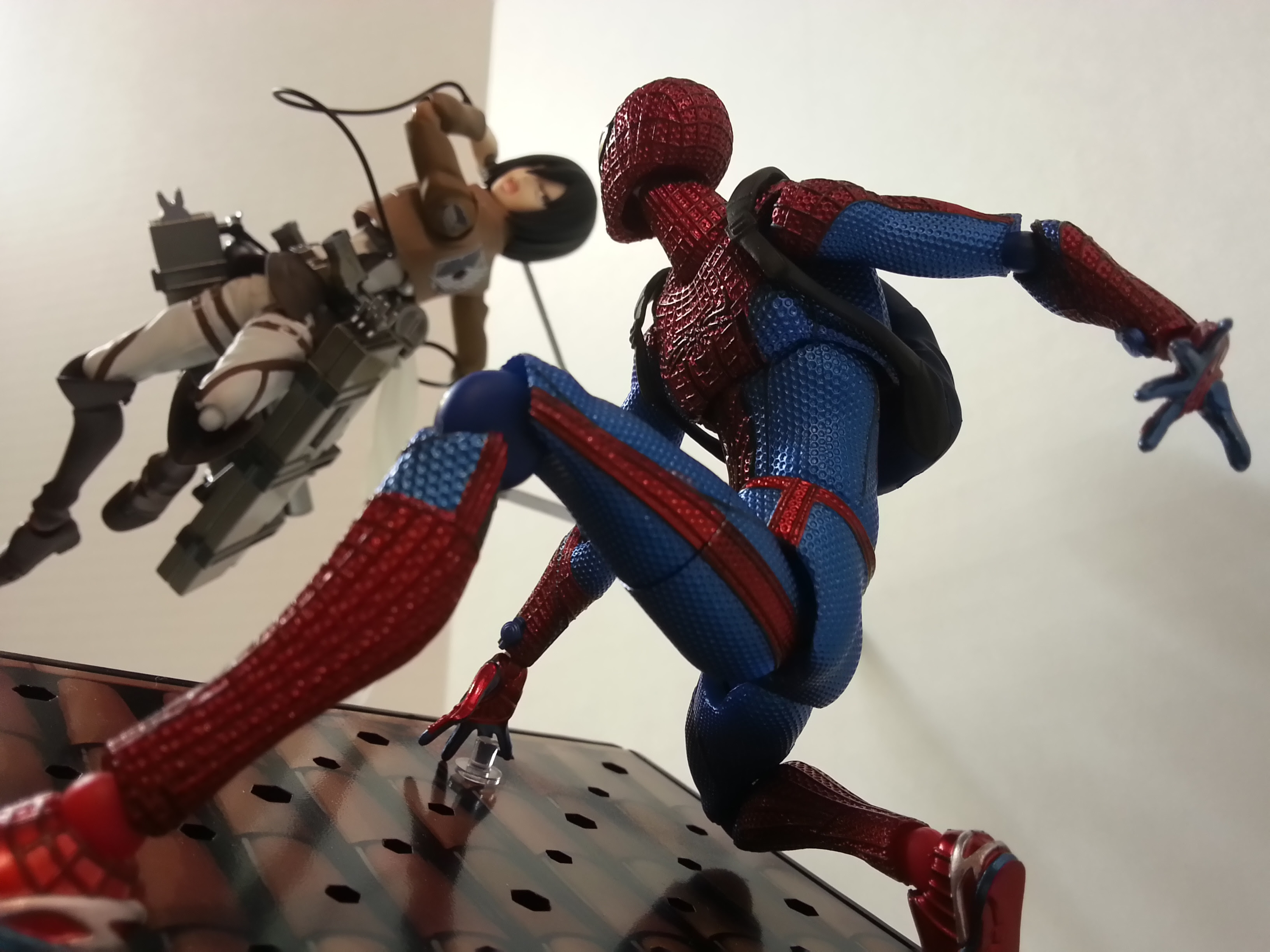 Web Shooters Vs 3d Maneuver Gear Who Will Win Actionfigures