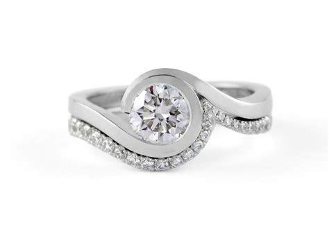 ?Wave? platinum engagement ring with brilliant white
